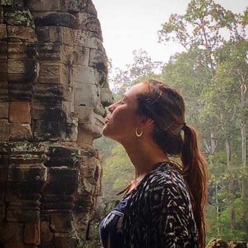 kissing buddha